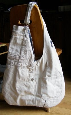 Anna Chudzik-Pawlik's first handbag made of pants (dungarees)  Now I know what to do with my son's first pair of overalls!! <3