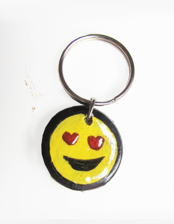 Keychain painting, Keychain painted, Keychain Emoji painted, keychain Handmade, Keychain Ceramic Design, Keychain Emoji Heart Eyes by TermeArtDesign on Etsy