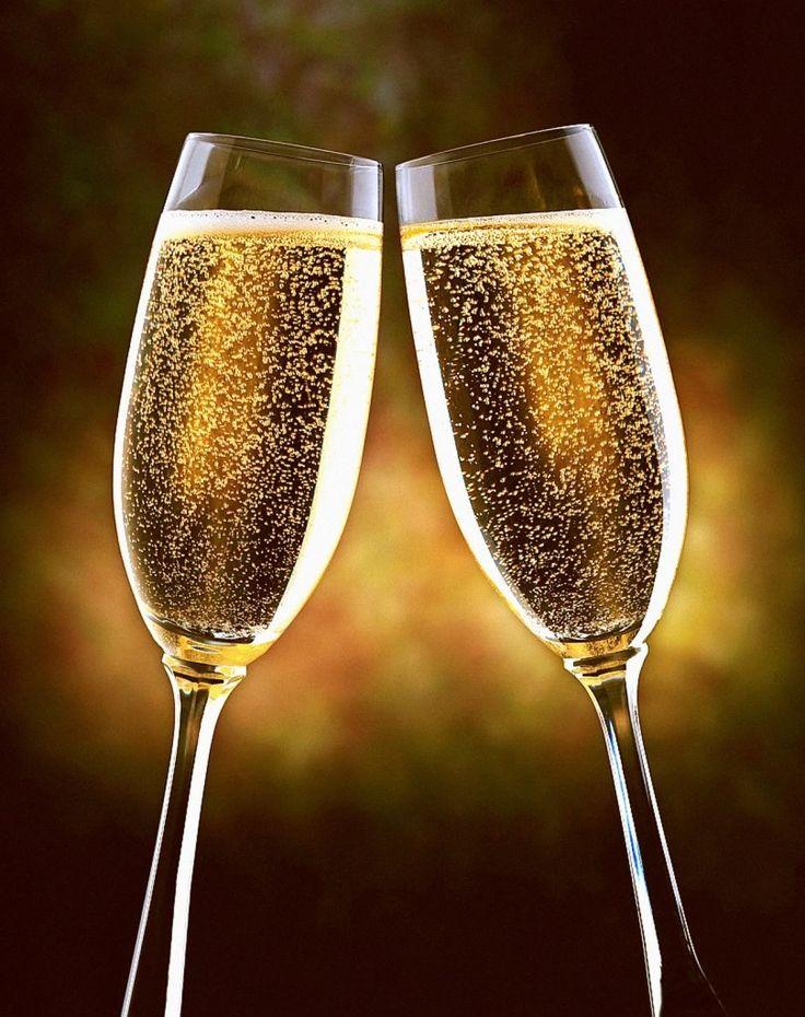 """""""Eu só bebo champagne em duas ocasiões, quando eu estou apaixonada e quando não estou"""". Coco Chanel."""