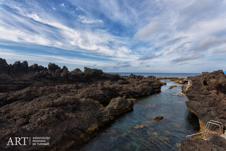 Deemed one of the best bathing sites on Terceira Island, this area is formed by volcanic rocks, which create a very pleasant atmosphere