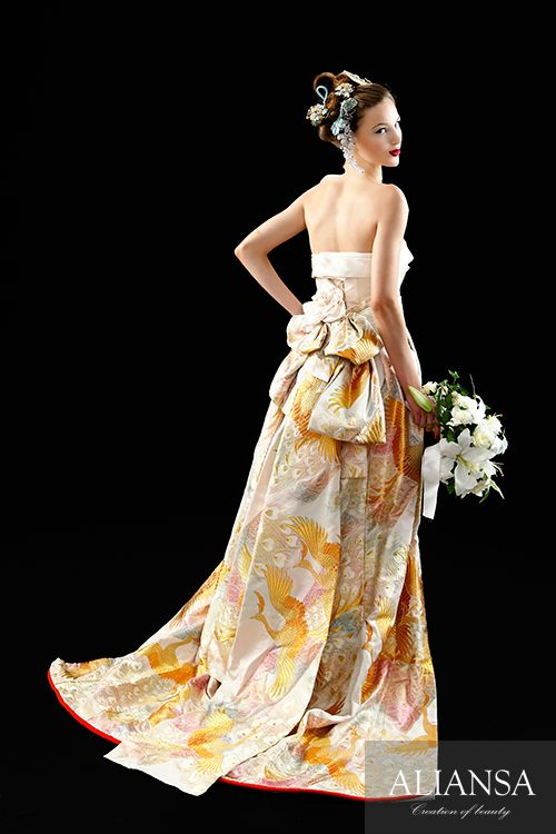 和ドレス 着物ドレス 白・ゴールドのスレンダーライン