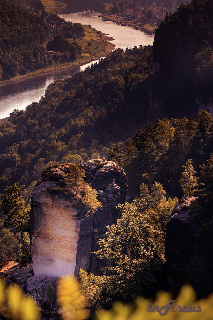 Elbsandsteingebirge blick von der bastei auf die elbe