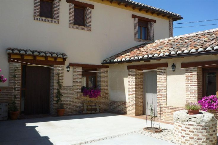 3-BEDROOM COTTAGE IN TRADITIONAL SPANISH TOWN