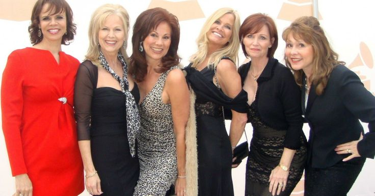 OFFICIAL WEBSITE - MARIA LAUREN In 2009 Dean Martin received a Grammy Award for Lifetime Achievement! The former Golddiggers on the Grammy's Red Carpet: Pictured from left to right are Deborah Pratt, Linda Eichberg (Alberici Sisters), Maria Lauren (Alberici Sisters)...