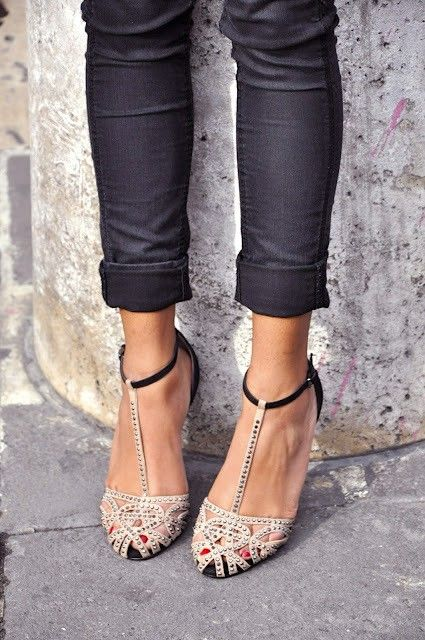 Totally cute: Fashion Shoes, Skinny Jeans, Cute Shoes, T Straps, Girls Fashion, Girls Shoes, Ankle Straps, Straps Heels, Vintage Style