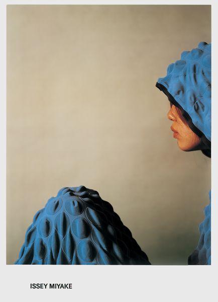 designed by Hideki NAKAJIMA  Issei MIYAKE: 2000 Campain Poster 1, etc.  Photograph by Chikashi SUZUKI