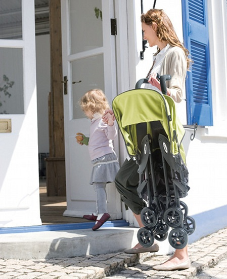 Prizeapalooza day 27 – Combi Quickids ultra lightweight stroller