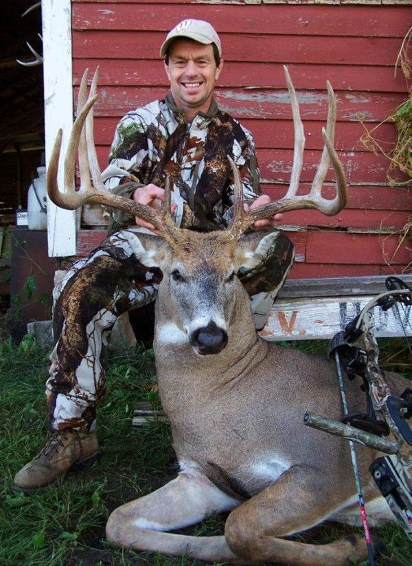 Wisconsin Buck Kill Shot captured on trail camera video