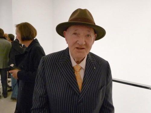 Malcolm Morley (1931-...)  Morley n'a pas un style en particulier, ces œuvres forme parti de l'expressionnisme abstrait, pop art et art conceptuel, mais il est surtout connu pour avoir contribué a donné naissance a l'hyperréalisme et le néo-expressionnisme.