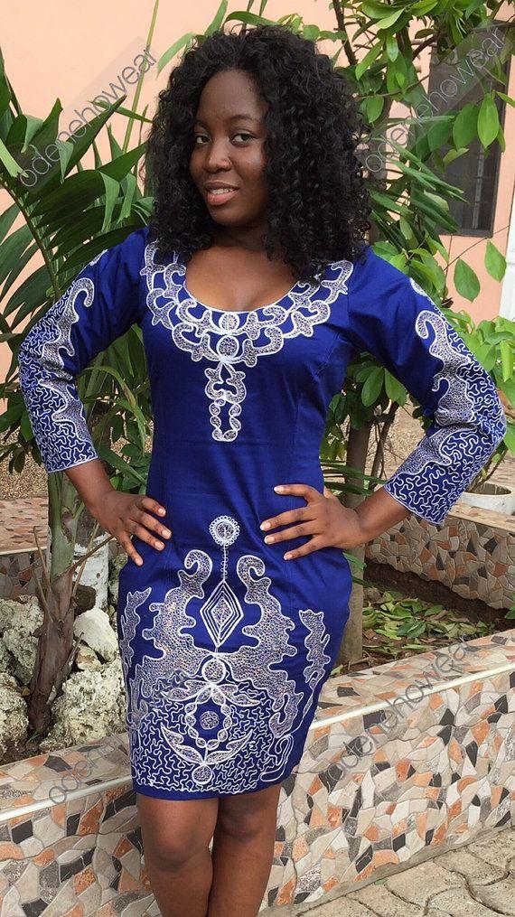 Hassan usure dames bleu robe de coton ciré avec broderie blanche Design...  Nos supérieurs et inférieurs sont habituellement faites sur commande. Sil