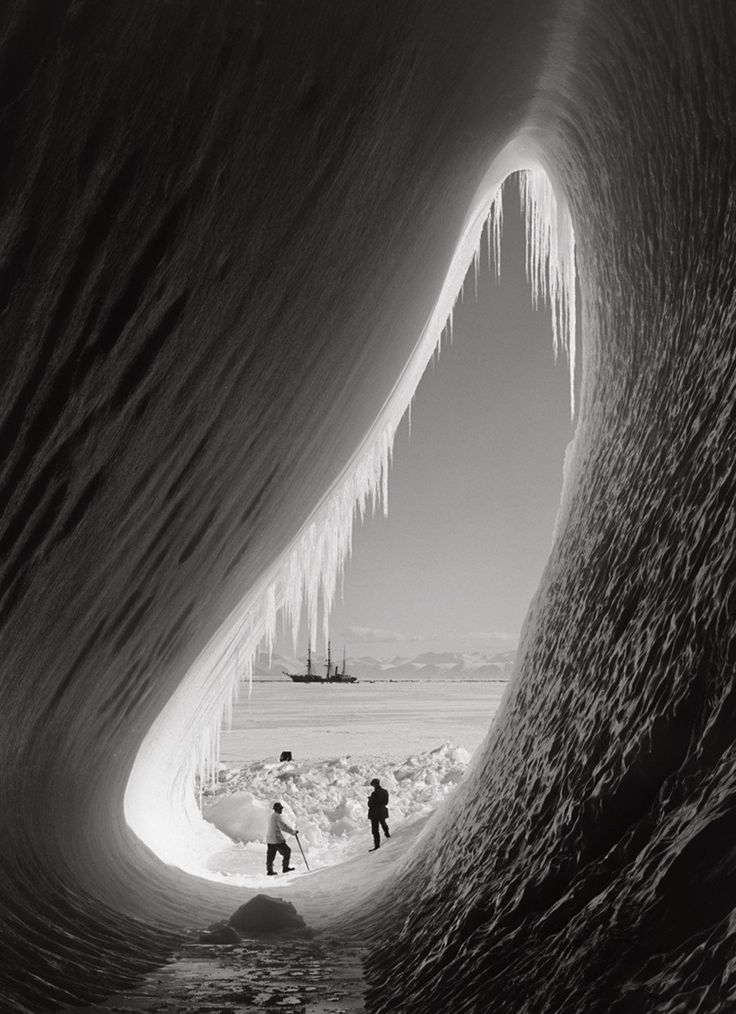 "History In Pictures on Twitter: ""Robert Falcon Scott's Antarctic expedition in the 1910s. Photograph by Herbert Ponting. https://t.co/zxeQxFR3aH"""