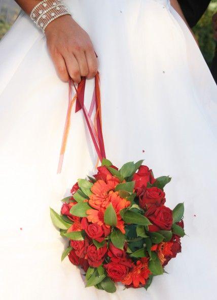Brautstrauß Kugel rot