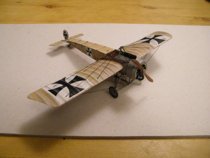 Finished paper model Fokker E.III painted and assembled by architect Solnar, 3AS White World