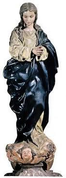 Inmaculada. Alonso Cano. Imageniería española, escuela andaluza. Tallada en madera poli tomada. Temática religiosa. Representa la figura de la Virgen. Peculiar forma es huso y con extrema delicadeza.