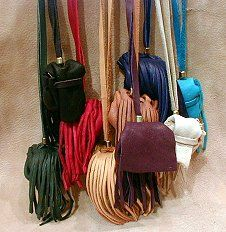How To Make Medicine Bags and Magic Pouches: Medicine Bags Sm, Medicine Bags Necklaces, Bags Beading Amuleto, How To Make Medicine Bags, Bags Sm Bags, Amulet Medicine, Medicine Pouch, Medicine Spirit Bags, Magic Pouch