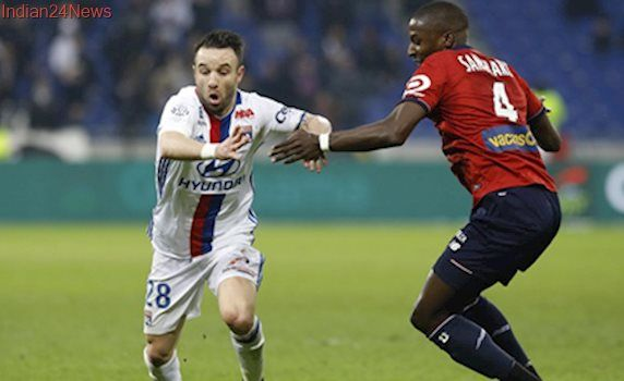 Mathieu Valbuena misses open goal as Lyon lose 2-1 at home to Lille