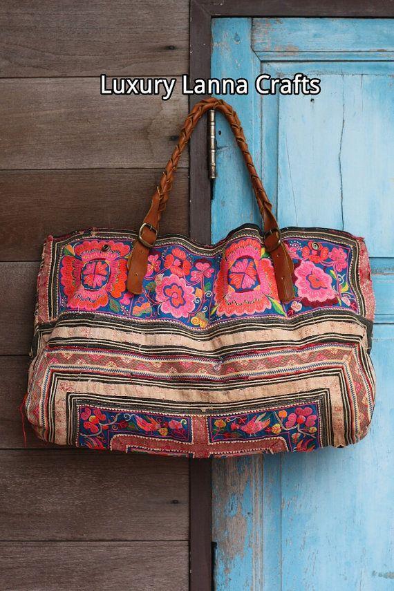 Lujo étnico vintage Hmong bolsa tote raras flores por LavishLanna   Loving this bag
