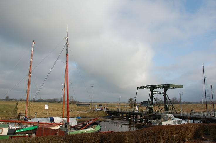 De brug in Garnwerd. Er ligt nog een beetje ijs. Foto: Marco in 't Veldt