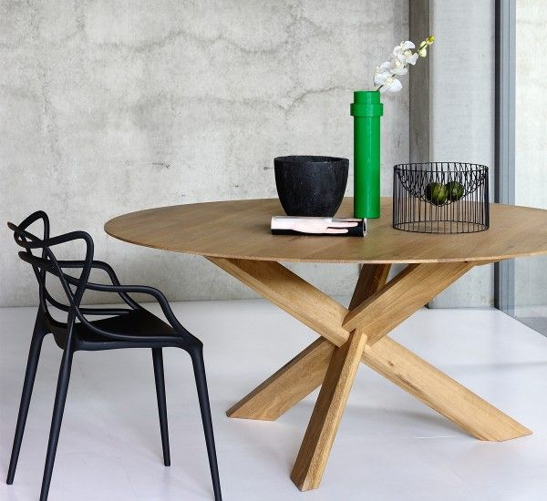 The oak table Circle is an original production of the designer Alain van Havre for the Belgian brand Ethnicraft.