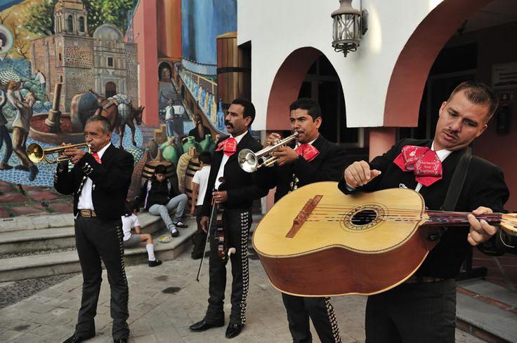 La playlist con Música Mexicana definitiva para amenizar tu noche - http://webadictos.com/2015/09/15/playlist-con-musica-mexicana-deezer/?utm_source=PN&utm_medium=Pinterest&utm_campaign=PN%2Bposts