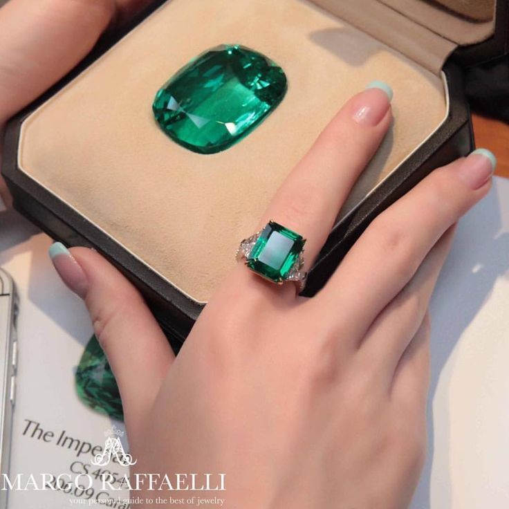 """A beautiful picture of """"The Imperial"""". The Imperial Emerald is the rarest emerald to date and is one of the most precious gemstones to ever exist. A 206 carat gem quality unenhanced Colombian emerald is a true anomaly in nature. Emeralds are sought-after gemstones, and have been throughout history; in fact a truly fine emerald may be even more valuable than a diamond of the same size. Photo credit: @hernameismargo . #beautiful #rare"""