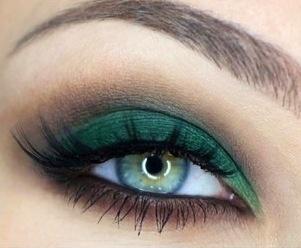 Love this green makeup