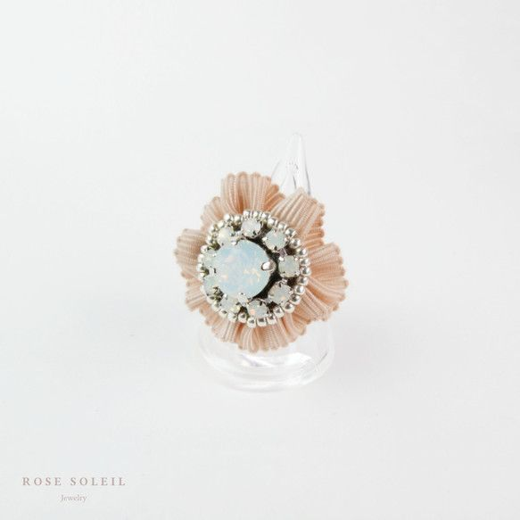 ✧ Crystal Ribbon Ring ✧ Blossom Wind Collection - Rose Soleil Jewelry のスワロフスキークリスタルとリボンリング