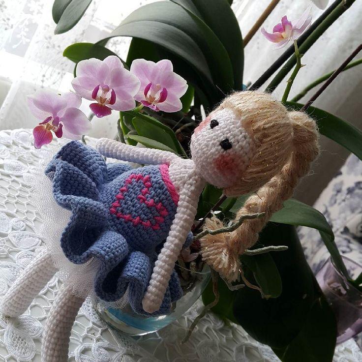 Annesinin #orkide sine dayanarak poz veren bi kız daha yapmışım  iyi olmuş   #amigurumi  #amigurumis #nopattern #crochet #knitting #örgü #elorgusu #elemegi #love #yarnartjeans #yarn #bebek #babyblanket #babyshower #sevgiyle #sevgiyleörüyoruz #balerin #tutu #tütü #tığişi by nurgulland