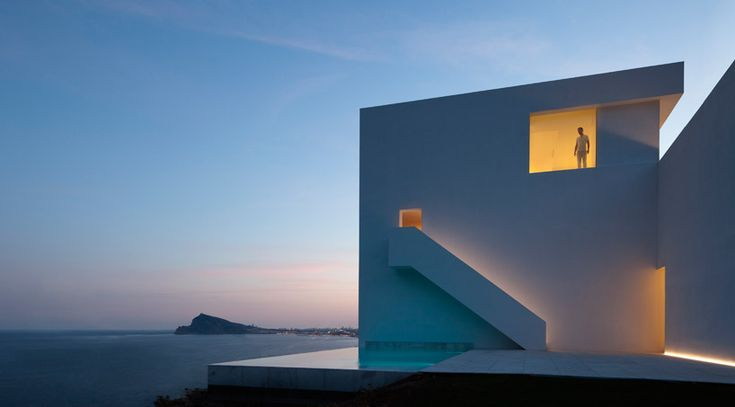 fran silvestre arquitectos: house on the cliff | designboom