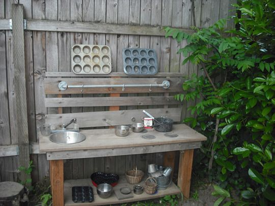 Mud Pie Kitchen - I'd paint this upcycled pallet bench in bright colours to encourage outdoor play. Gather old tins & pots from thrift stores - great way to teach children how to make compost & worm teas for the garden, brew up their own fresh calming herb chamomile or lemon balm tea & bake seed balls to grow new flowers & herbs. | The Micro Gardener