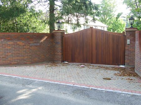 Automated Electric Wooden Privacy Gates Photo