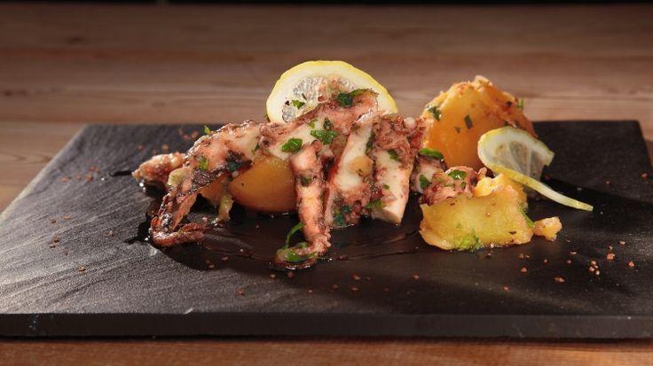 Ricetta Polpo con patate: Il polpo con patate: un grande classico che non passa mai di moda. Seguite la nostra ricetta per farlo tenero e squisito!