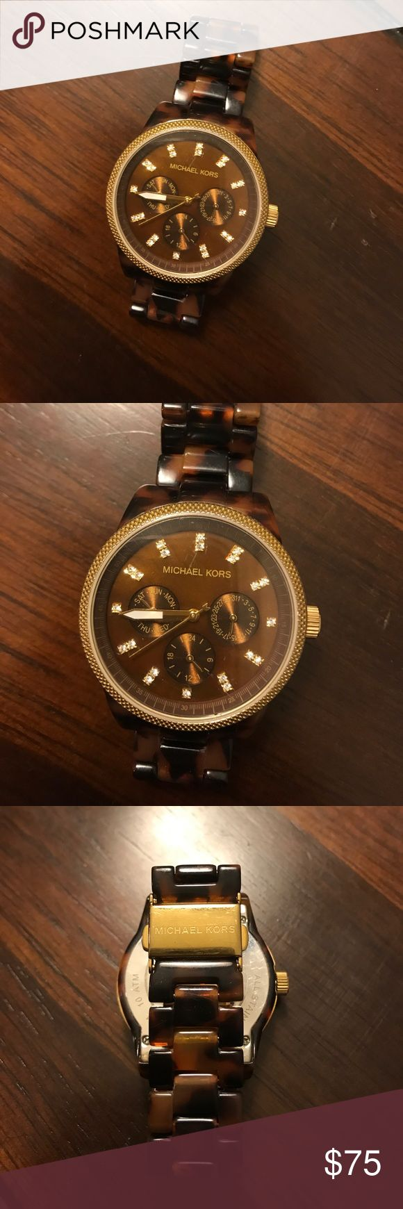 Authentic Michael Kors tortoise watch Gently used, excellent condition! Minor scratches from wear but everything is pictured 🎉 accepting reasonable offers! Battery DOES work Michael Kors Accessories Watches