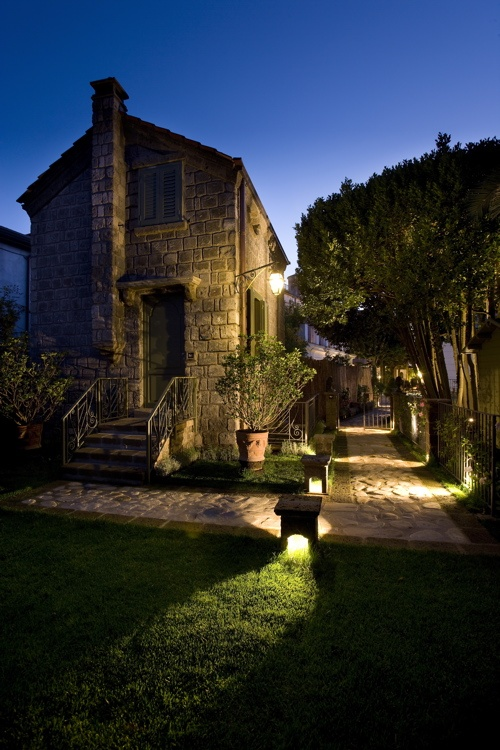 Step into a relaxing property where modern touches blend with antique collectables in a fresh approach in Sant'Agata sui Due Golfi nestled between the Bay of Naples and Salerno.