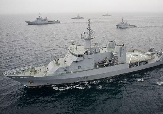 Offshore Patrol Vessel, HMNZS OTAGO New Zealand Navy Assists DoC in Their Sub-Antarctic Activities
