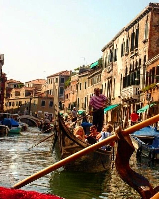 🇮🇹My first gondola ride in Venice. Such beautiful memories with my family ❤ #visititalia #venice  #thatview #venezia  #italy #vibrant #picturesque #beautiful #colourful #river  #gondola #architecture #buildings #scenery #visitveneto #melbournelifelovetravel #instatravel #instamoments #gondolaride #travel