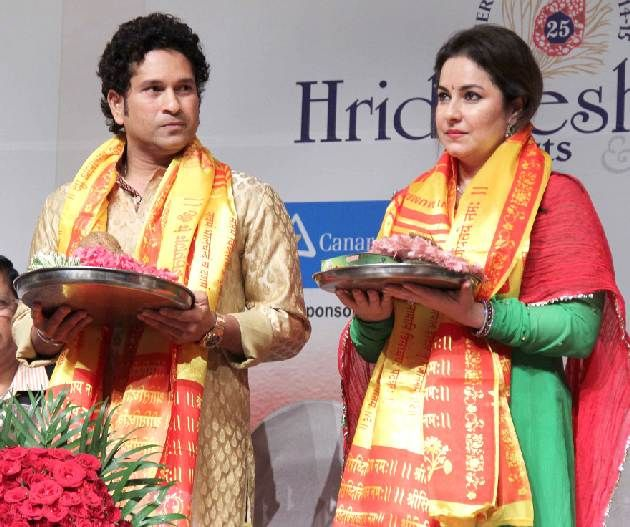 Cricketer #SachinTendulkar with his wife Anjali.