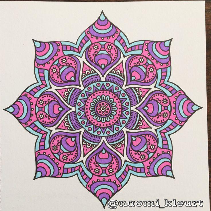 Kleuren voor volwassenen, kleurboek voor volwassenen, coloriage, colouring, stabilo, stiften, mandala, mandalart, het enige echte mandalakleurboek om te versturen, naomikleurt