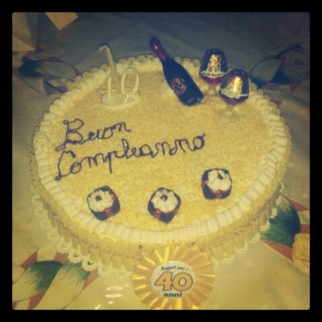 BuonCompleanno Zio <3 #cumpleaño #compleanno #zio #festa #fiesta #40anni #torta #spumante #panna #pandispagna #italia #italy #felicità #armonia #famigliariunita #famiglia #creazioni #dolci #dolce #dolciumi #mamma #cucina #cucinaitaliana