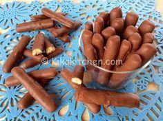 Togo+fatti+in+casa++++Ingredienti+(per+70-80+togo)+++++ 250+g+di+farina+00+++ 100+g+di+zucchero+++ 100+g+di+burro+++ 1+uovo+++ una+bustina+di+vanillina+++ la+punta+di+un+cucchiaino+da+caffè+di+lievito