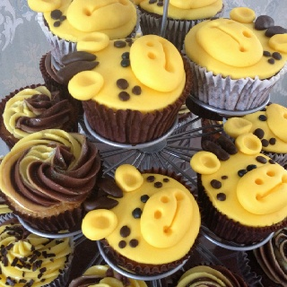 Giraffe cupcakes for a themed baby shower!