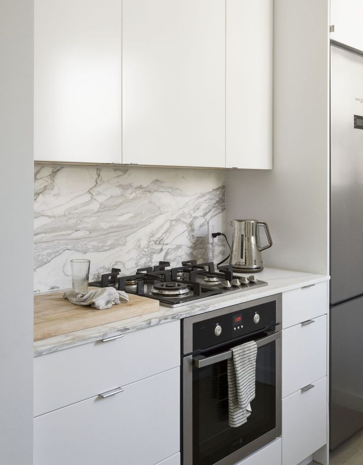 Ikea galley kitchen in Jacqueline-Schmidt and David Friedlander's 675-square-foot Brooklyn quarters, Matthew-Williams-photo   Remodelista