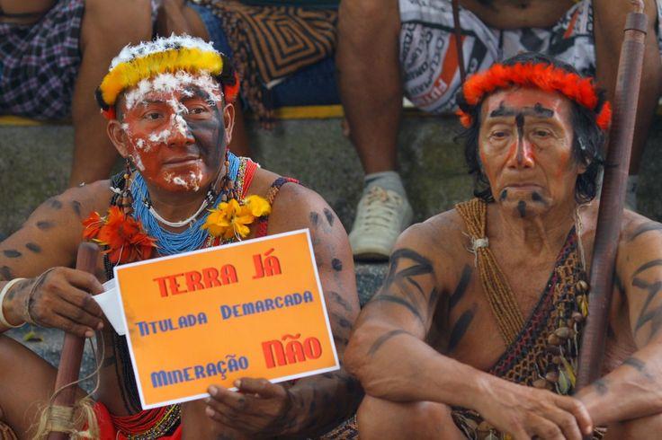 19 de Abril, Dia do Índio. #DireitosIndigenas A paralisação das demarcações afronta os direitos de povos indígenas do norte a sul do País. A três homologações anunciadas pelo governo para o dia 20 de abril estão longe de representar a solução para o cenário de morosidade. Confira no blog da Comissão Pró-Índio. http://comissaoproindio.blogspot.com.br/2015/04/19-de-abril-dia-do-indio-paralisacao.html