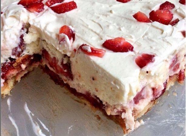 Eνα πανευκολο γλυκο ψυγειου με φραουλες για να φτιάξεις για το κυριακάτικο τραπέζι σας..εφόσον οι φραουλες ειναι στην εποχή τους τωρα να η ευκαιρια για να κανουμε ενα ωραιο και ευκολο γλυκο… Loading... ΣΥΣΤΑΤΙΚΑ: -1 φάκελο κρέμα ζαχαροπλαστικής ΓΙΩΤΗΣ – ½ φλιτζάνι χυμό φράουλας η γάλα -1 Κουταλάκι του γλυκού εκχύλισμα βανίλιας -12 – 16 …