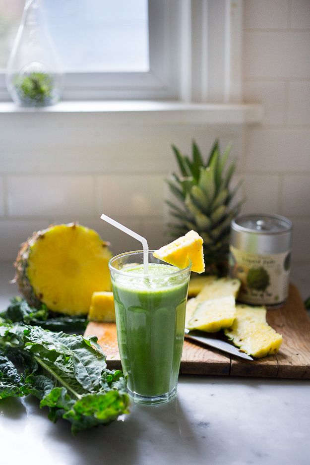 Matcha Pineapple Smoothie with Kale- An instant mood lifter and energizing drink full of healthy antioxidants! #drink #glup #beverage