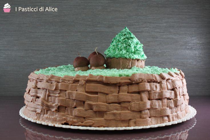 La Torta Autunnale è una torta di compleanno che ho realizzato preparando una base di Pan di Spagna al Cacao e Nocciola, farcita con crema pasticcera!