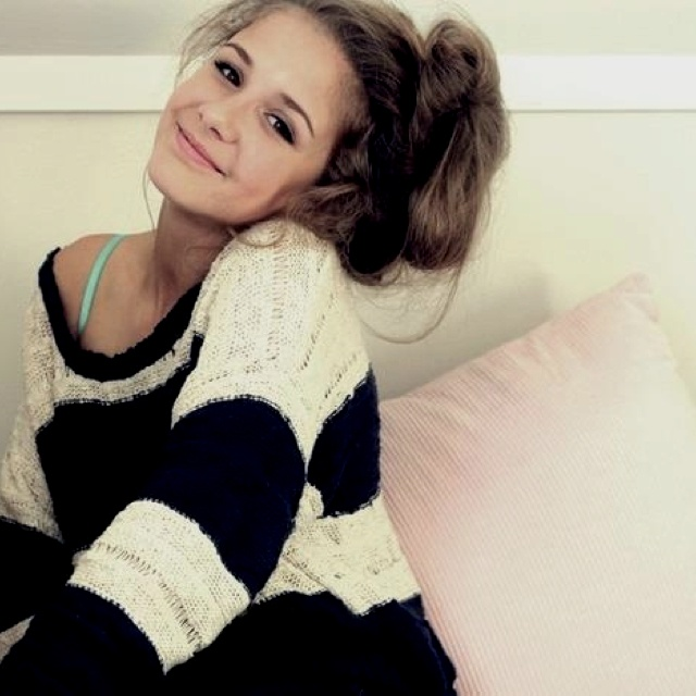 Lazy hair day. luv the sweater :}