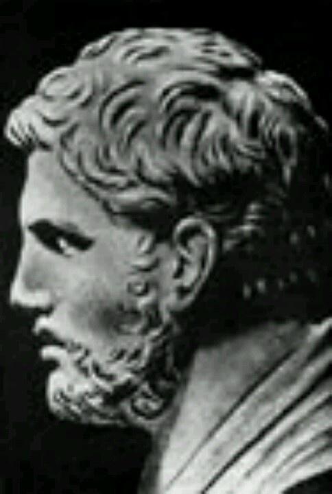 Demetrio de Falero  350 AC-280 AC.Orador, filósofo y gobernante ateniense.  Un hermano puede no ser un amigo, pero un amigo será siempre un hermano.
