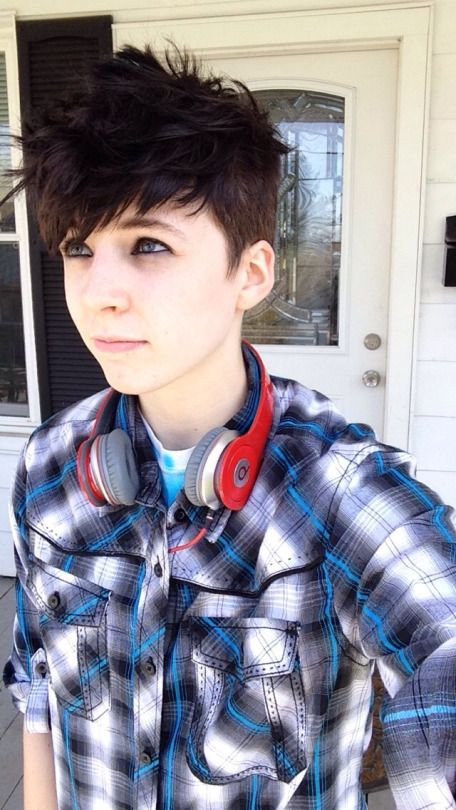 agender / gender fluid style hairstyle and clothing