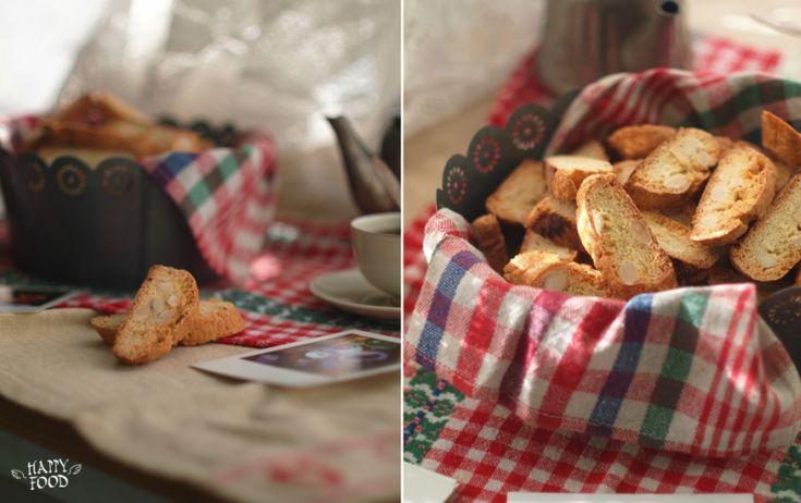 Класическое печенье-сухарики которое можно хранить в банке для нежданных гостей. С чашечкой кофе или чайком просто прекрасно особенно если выходной, под боком…